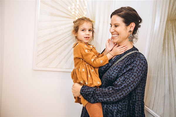 The Aurora – Opening_Isabel Zinnagl (ALMA Babycare) mit Tochter Alma © Mila Zytka, Good Life Crew