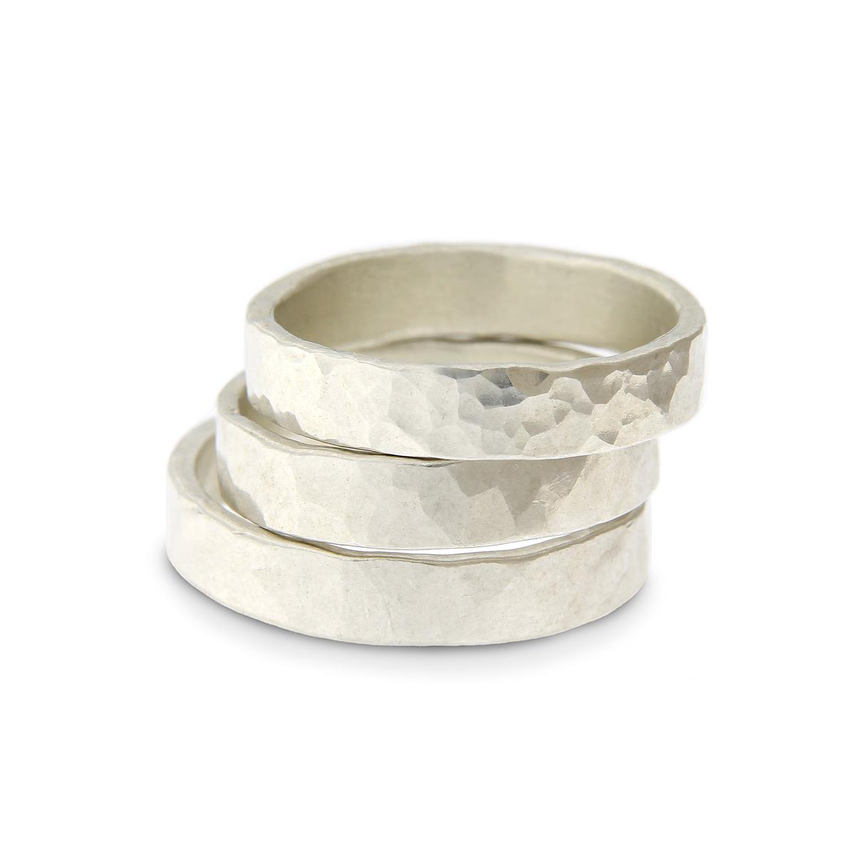 Katie g. Jewellery_Wide hammered Rings 4,5mm - Silver